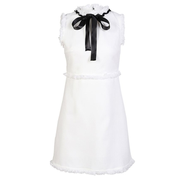 f844e922a0a Chanel like white fringed edge dress with bow. M 5ac5b948a44dbedee2ad7c60